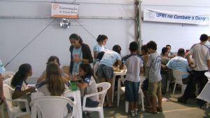 Oficinas da Festa do Mar e do Sol na tenda da Praça da Matriz