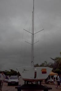 Barco de apoio do DSB e o céu carregado de Paraty
